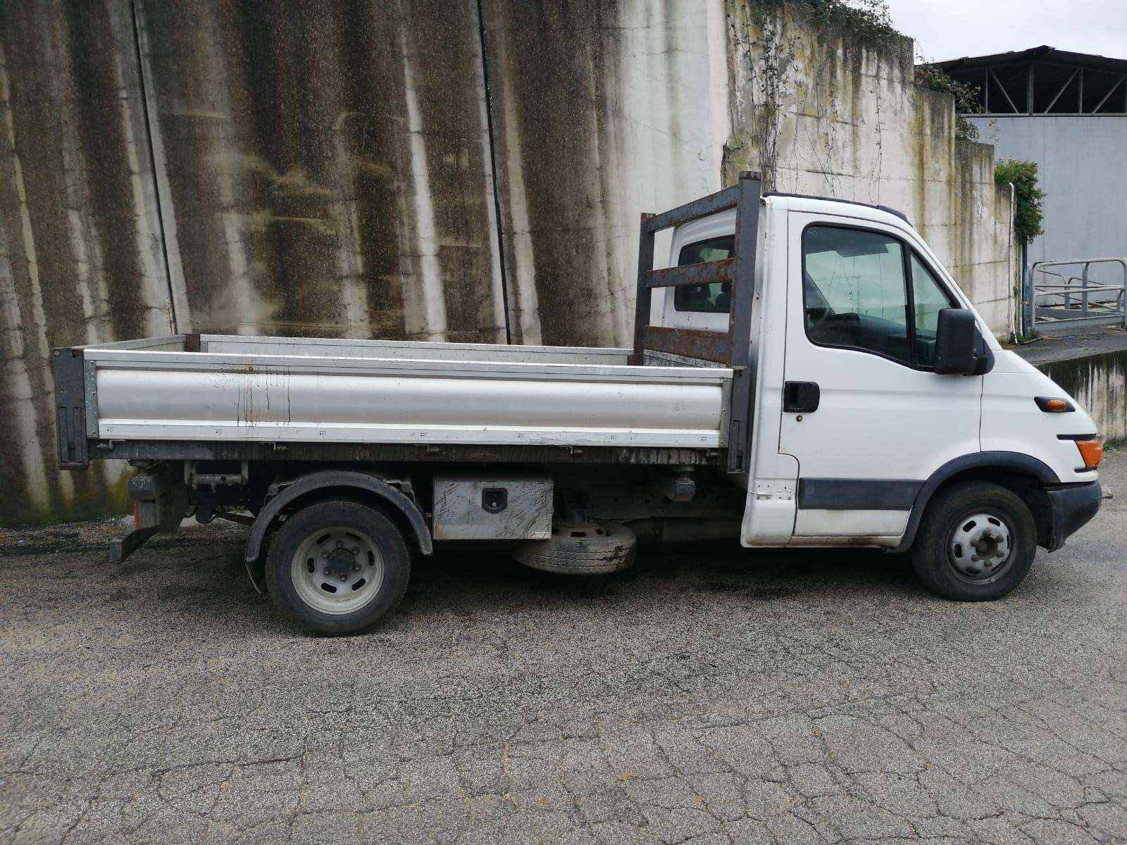 IVECO RIBALTABILE TRILATERALE DB677WD